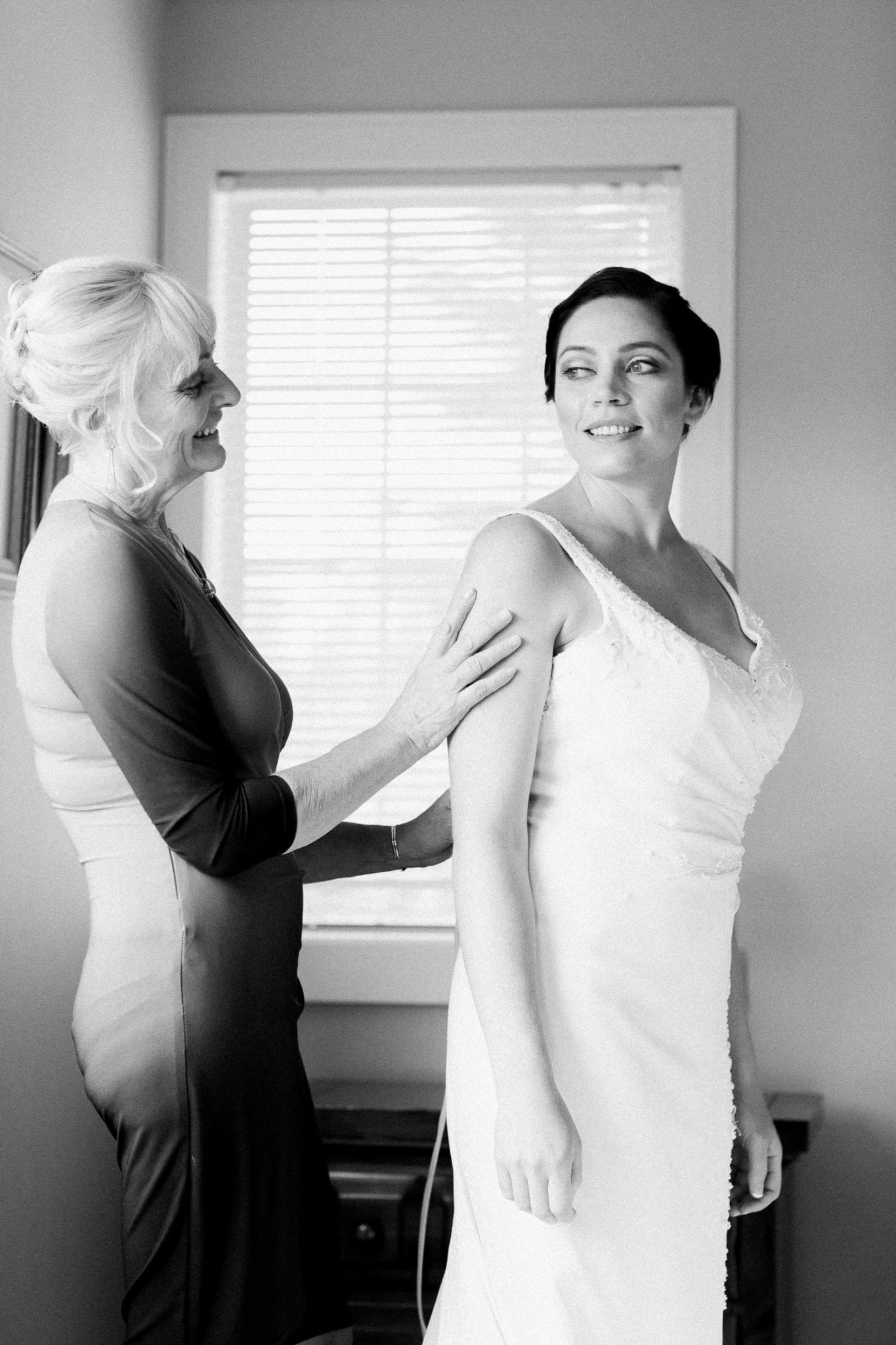 Bride and her mom | Vancouver wedding photographer