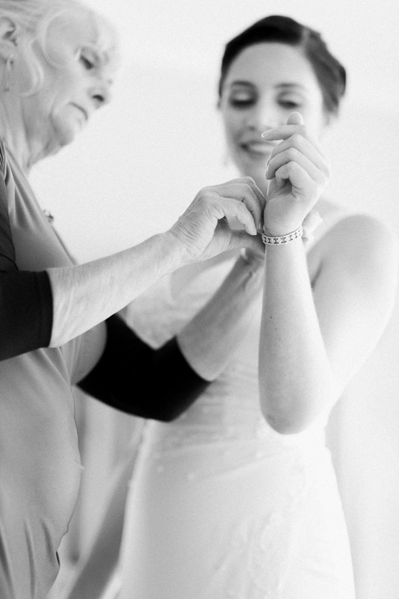 Mom putting a bracelet on the bride | Vancouver wedding photographer