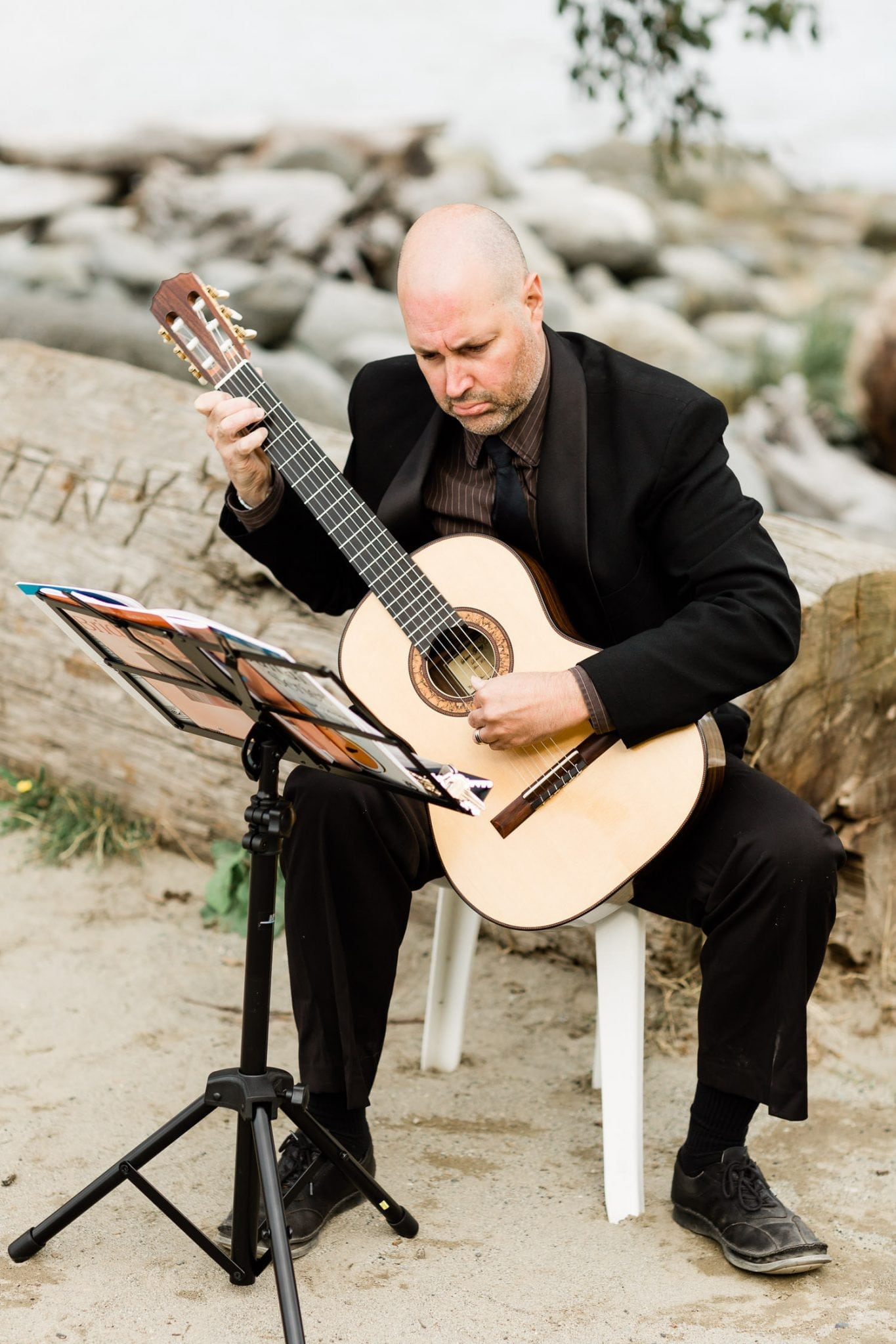 Guitarist on the wedding | Vancouver wedding photographer