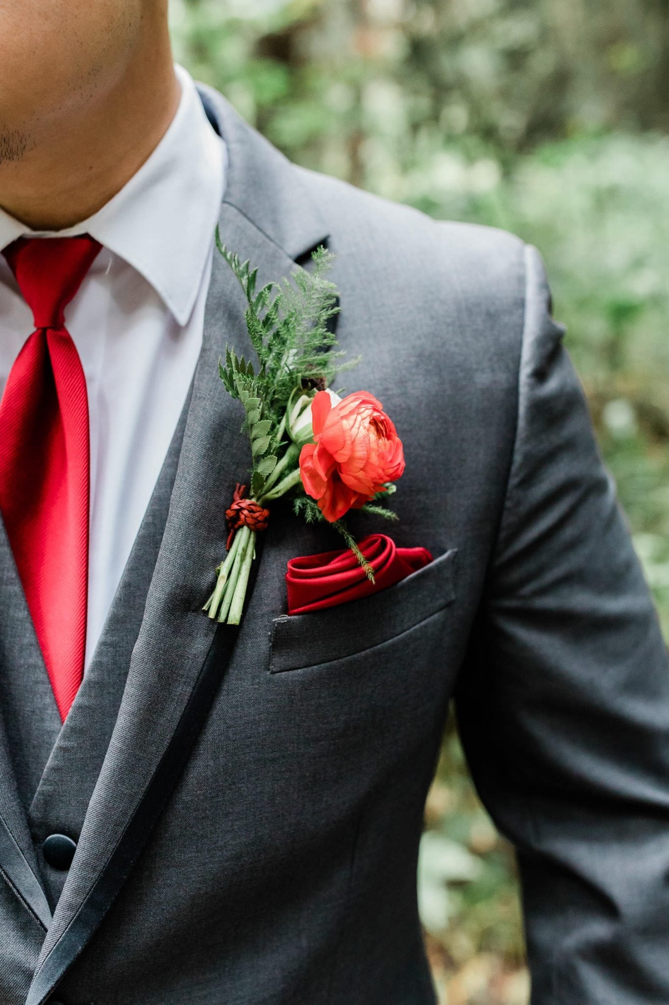 Groomsman with rustic boutonniere | Vancouver wedding photographer