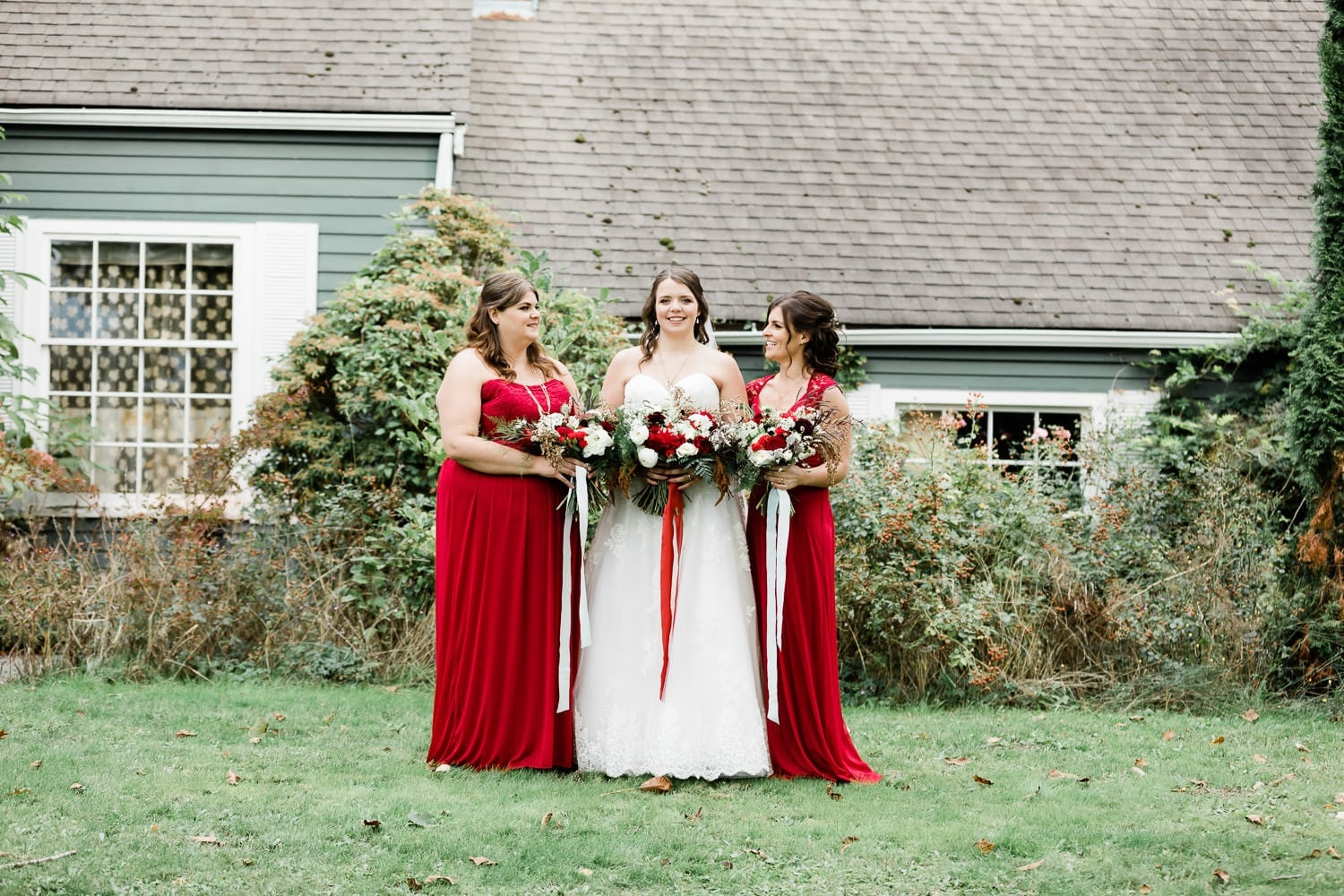 Bride and bridesmates | Vancouver wedding photographer