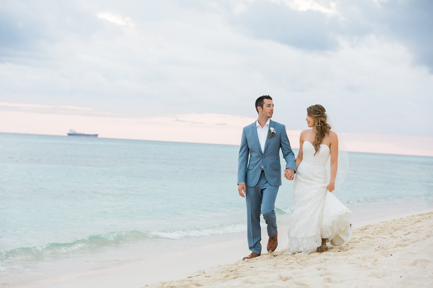 wedding picture of a couple in Sunset Princess resort, Riviera Maya
