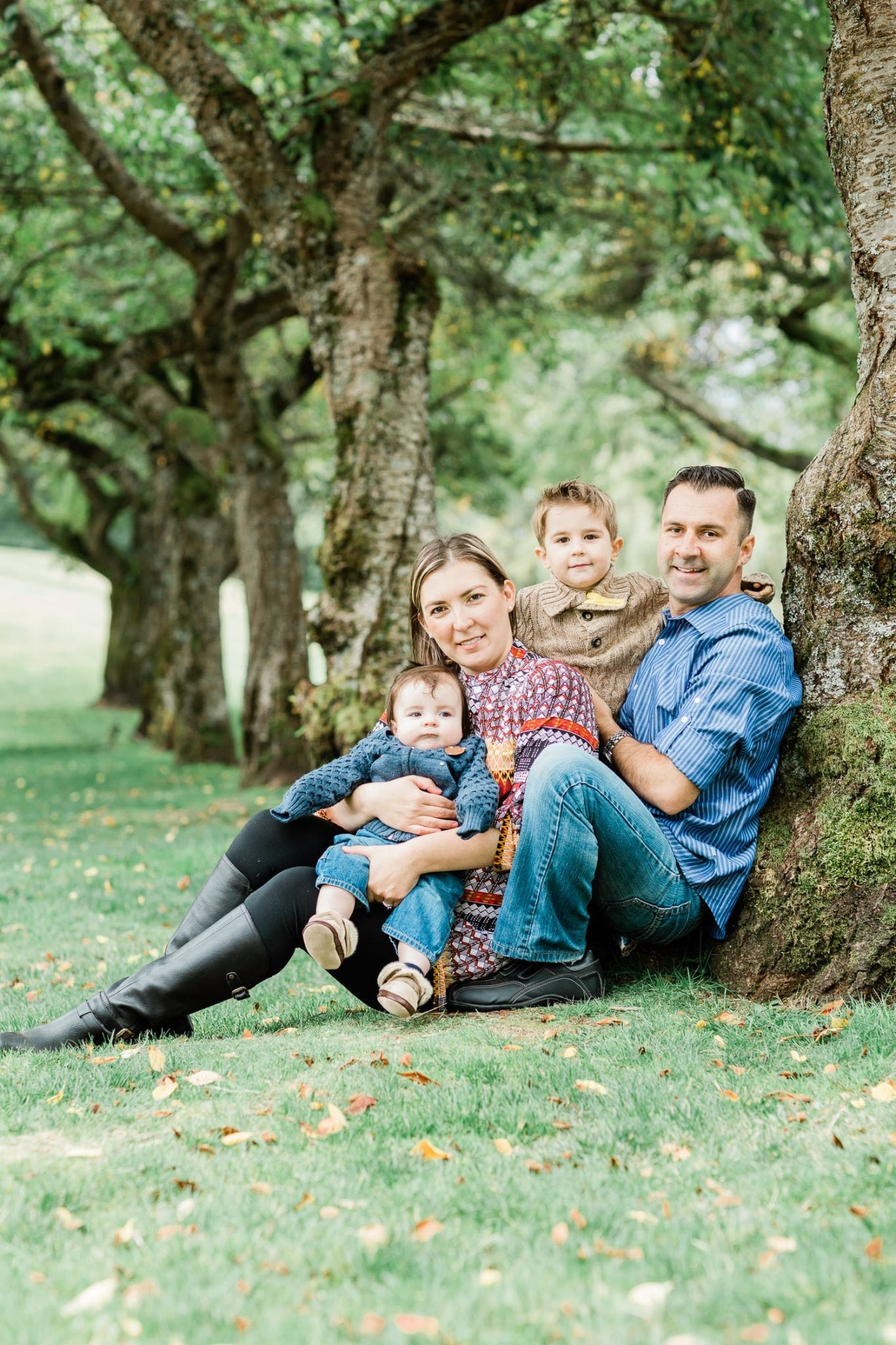 Family photo in Burnaby mountain park | Vancouver family photographer
