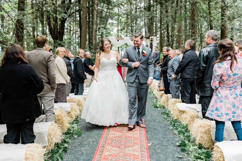 Bride and groom walking down the isle | Vancouver wedding photographer